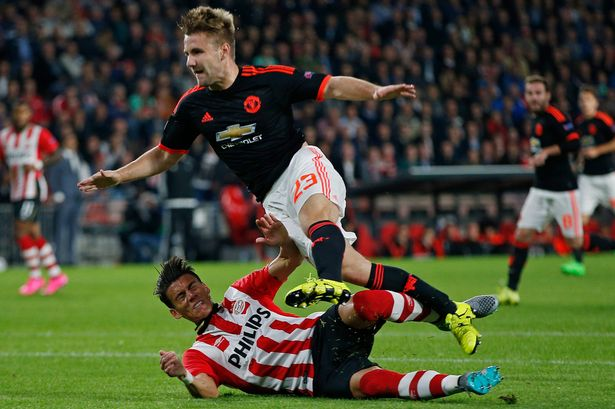 Fans PSV Siapkan Spanduk Untuk Luke Shaw
